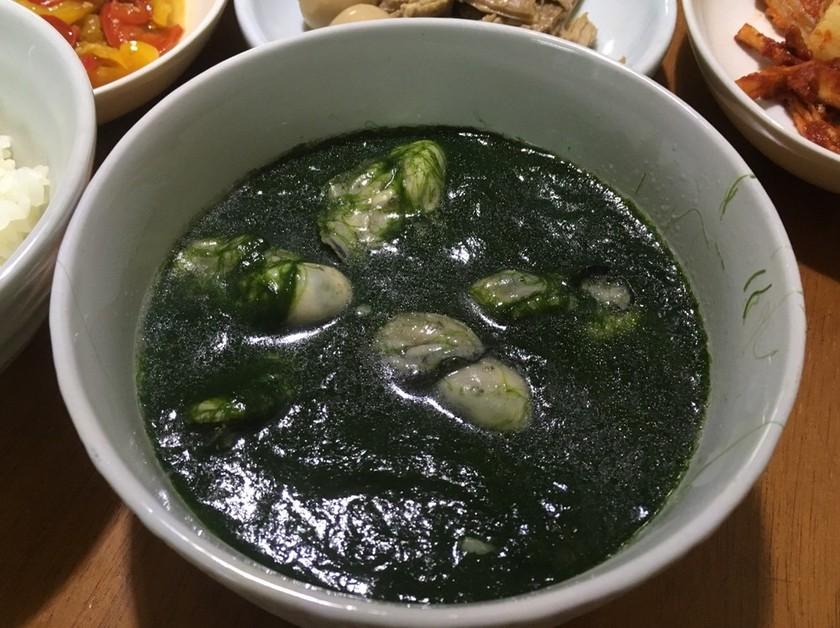本場韓国料理カプサアオノリと牡蠣のスープ