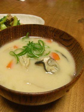 あったか~■牡蛎の豆乳味噌汁■
