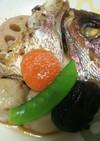 野菜とともに鯛の兜煮