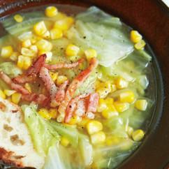 とうもろこしとキャベツのみそバタースープ