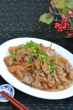 豚こま切れ肉と玉ねぎのピリ辛炒め