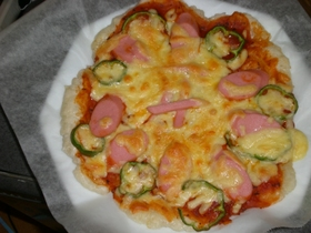 おさかなのソーセージもちピザ