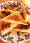 パリッと焼いた☆煮りんごの三角春巻き