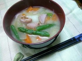 おさかなのソーセージの味噌汁