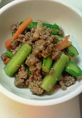 きゅうりと牛挽肉の炒め物