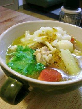 チキンと根菜のにんにくカレースープ