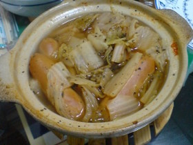 土鍋で作る!ウィンナーと白菜のバジル煮