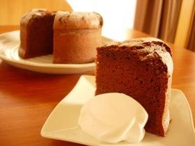 簡単なのに本格的チョコレートケーキ