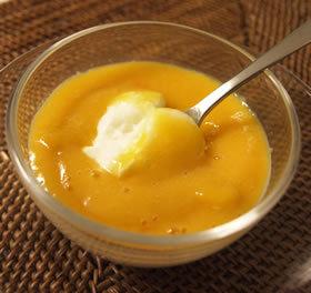 トロっと仕上げたマンゴーソースの杏仁豆腐