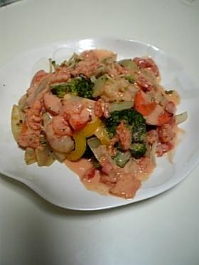 エビと野菜のトマトクリームソースがけ