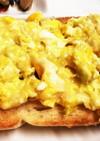 チーズスクランブルエッグトースト