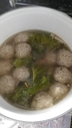 簡単スープ。もやしでかさましの肉団子