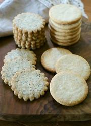 生クリームで薄焼きクッキーの写真