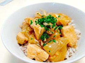 節約簡単丼【鶏胸肉と玉葱の照り焼き丼】