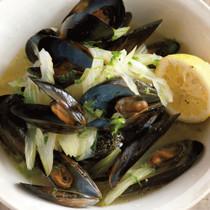 ムール貝とセロリの白ワイン蒸し