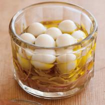 うずら卵と紫玉ねぎのオイル漬け