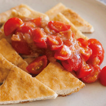 焼き油揚げのトマト梅がけ