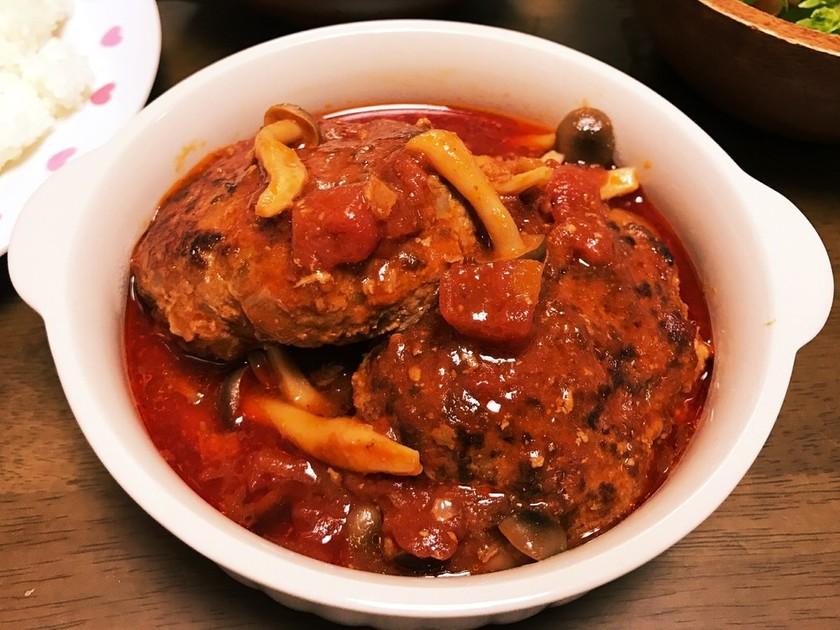 簡単美味しい!トマト缶で煮込みハンバーグ