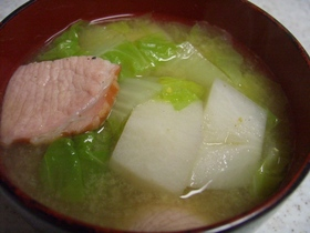 冬野菜でほっこり☆里芋と白菜の味噌汁