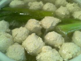 簡単★美味しい(*^。^*)鶏団子鍋♪
