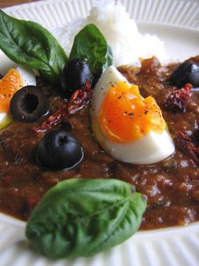 ブラックオリーブとゆで卵の地中海カレー