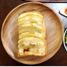 ゴルゴンゾーラとりんごのトースト
