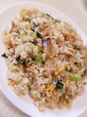 鶏のササミ、榨菜、葱、チンゲン菜の炒飯