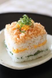 大葉と海老おぼろの重ね寿司の写真