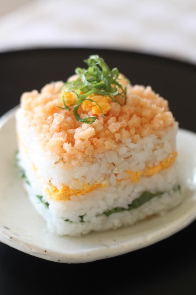 大葉と海老おぼろの重ね寿司