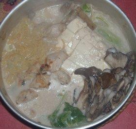 味噌味こんにゃくラーメンでミルク入り鶏鍋