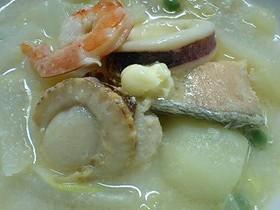 ** 魚貝たっぷり♪ 北海道みそバター鍋 **