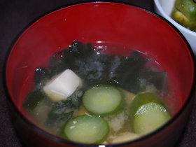 きゅうりと豆腐とわかめの味噌汁