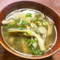 牛蒡、舞茸、セロリの葉のお味噌汁