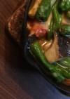 スキレットで簡単トマトししとうチーズ焼き