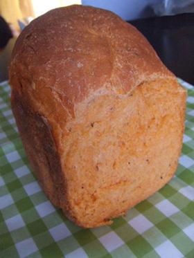 ホームベーカリーでトマト食パン