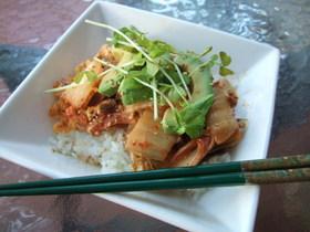 アボカドキムチ豚たま丼