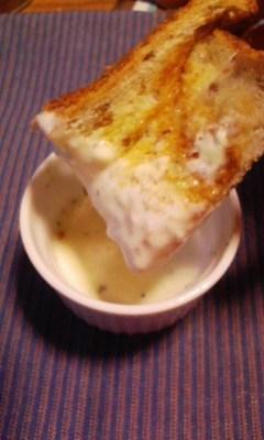 チーズ一枚でチーズフォンデュ風の朝食♪