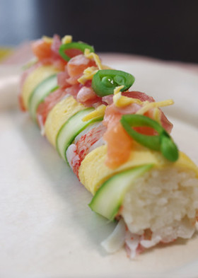 ひなまつりに♡三色ロール寿司