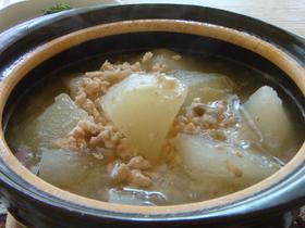 鶏ひき肉とザーサイの冬瓜スープ*
