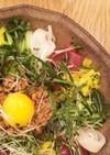 お花畑みたいにキレイな納豆サラダ