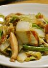 白菜とベーコンとくるみの中華炒め