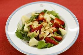 りんごといちごのバルサミコサラダ
