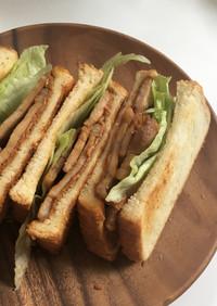 豚の生姜焼きとピーナツバターのサンド