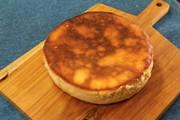 フライパンでベイクドチーズケーキの写真