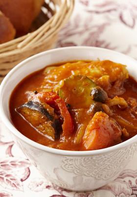 手羽先とたっぷり野菜のトマトスープカレー