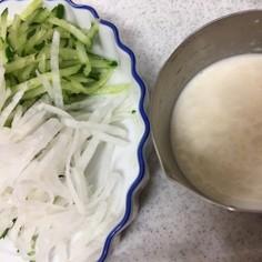 きゅうりと大根のシュレッドサラダ