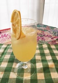 我が家のレモンでレモンスカッシュ!
