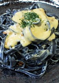 会津桐炭(平麺)パスタのカルボナーラ