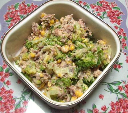 鯖の水煮缶とブロッコリーの和風サラダ