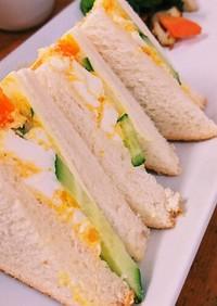 子供が作るサンドイッチ